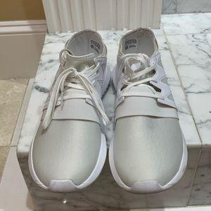 Adidas Women's Tubular Sneaker Size 9